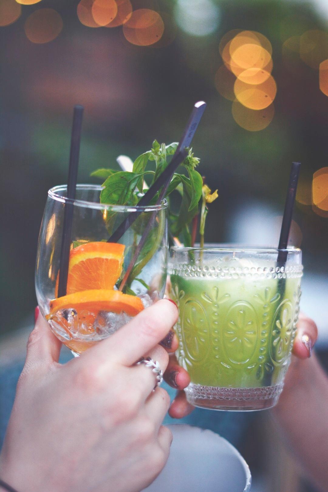 Erfrischende Drinks für heiße Tage