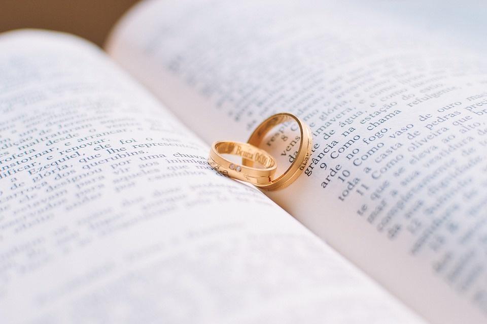 Spot on: Die Geschichte der Eheringe