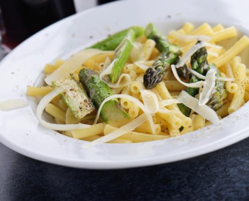 Hang zum Purismus: One Pot Pasta mit Spargel